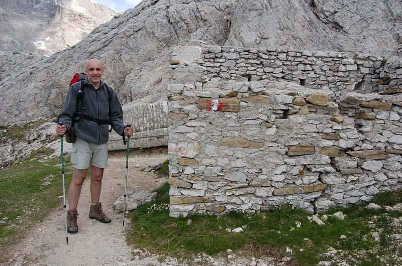 Resti di una costruzione risalente alla Prima Guerra Mondiale ai piedi del Monte Castello